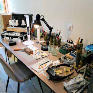 Espace de travail pour la peinture de figurine